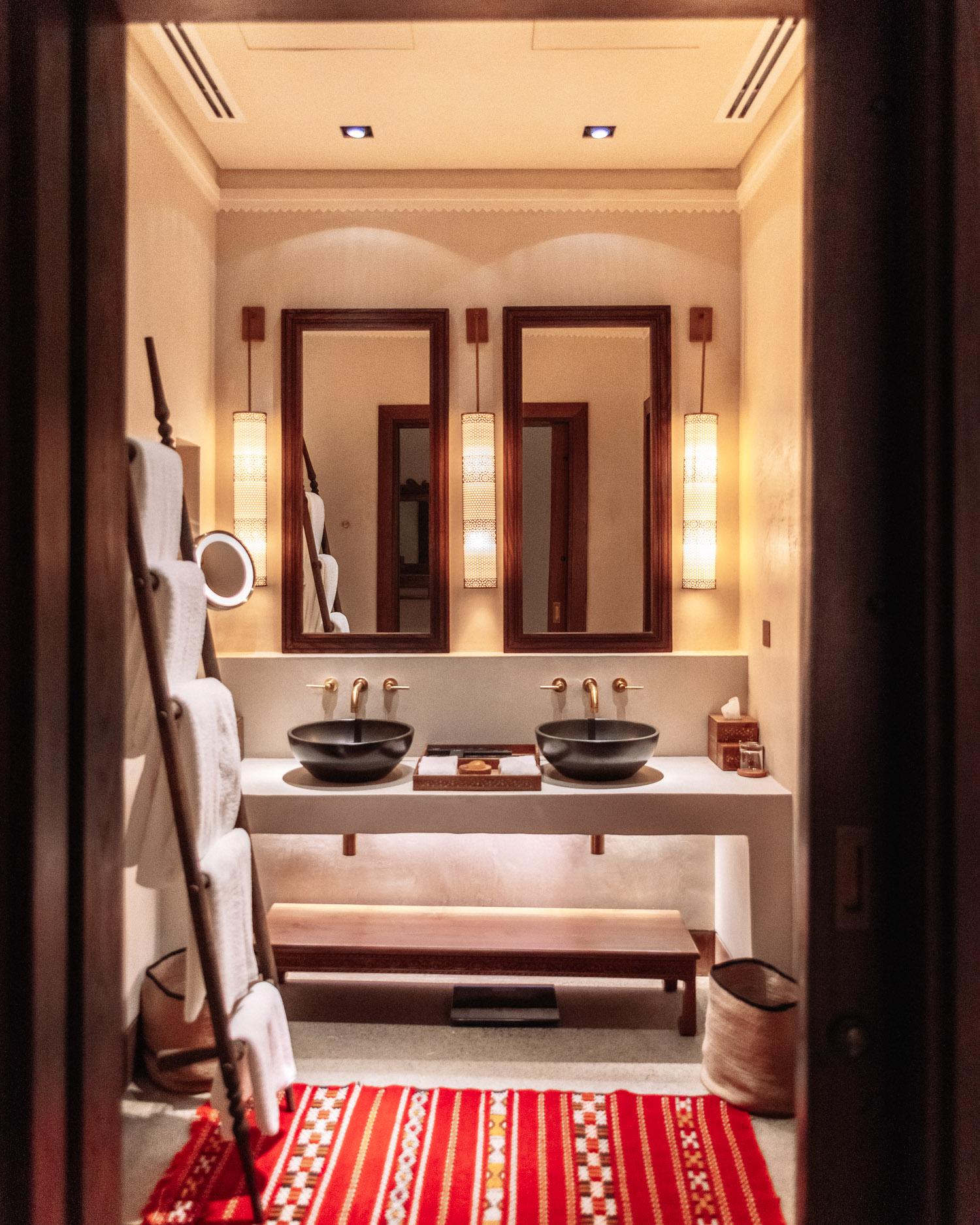 Vackert arabiskt badrum på Al Bait Sharjah