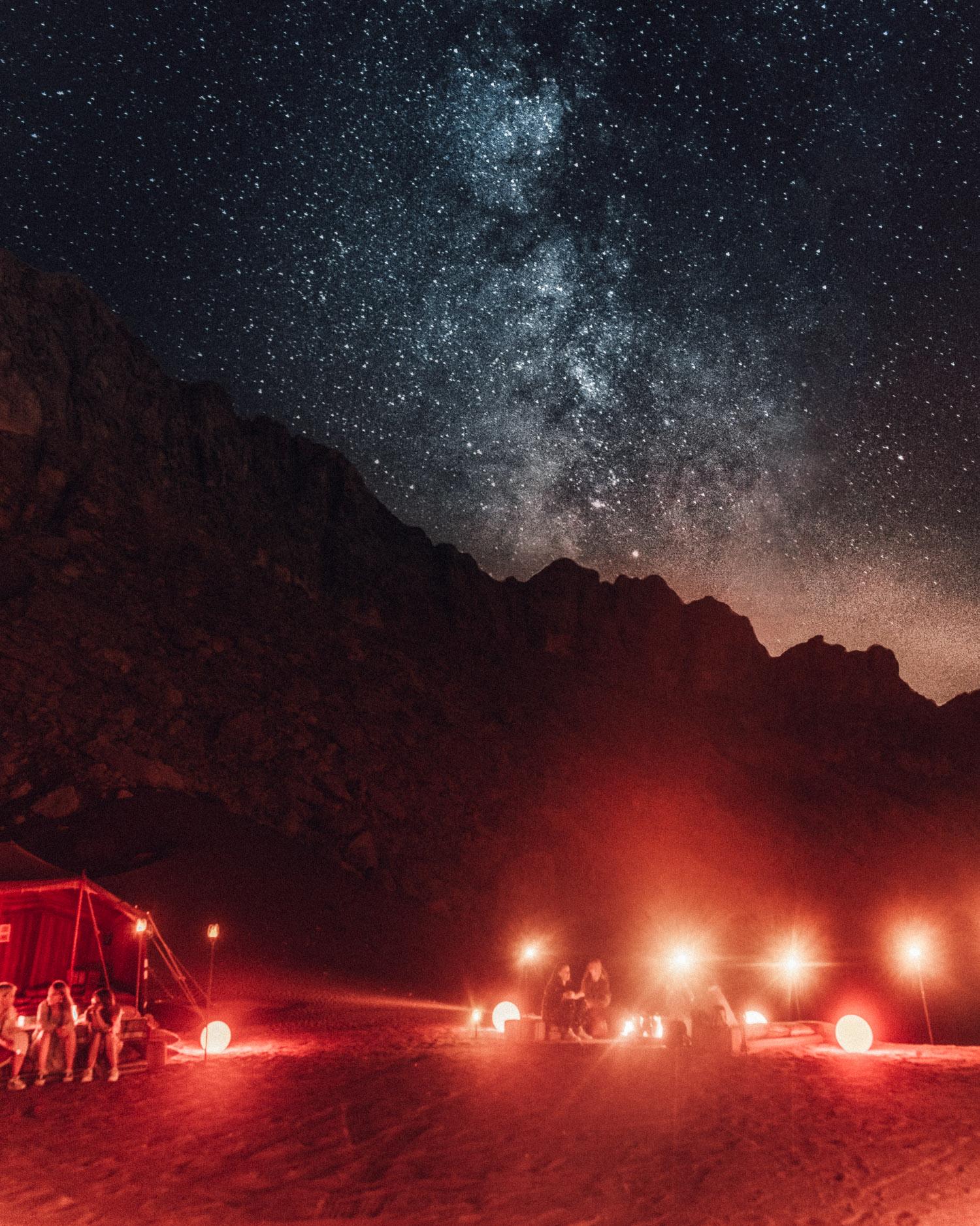 Campa under stjärnorna med Discover Mleiha