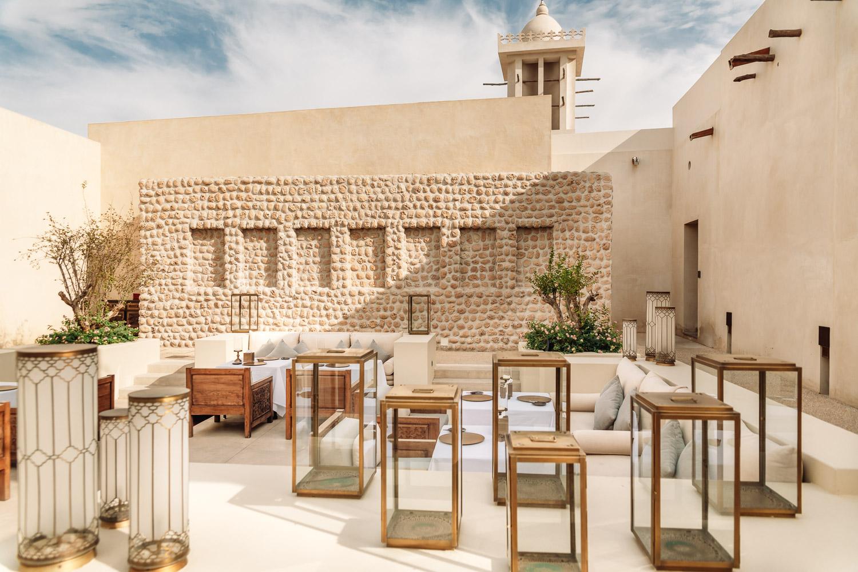 Den arabiska restaurangens utomhusservering på Al Bait
