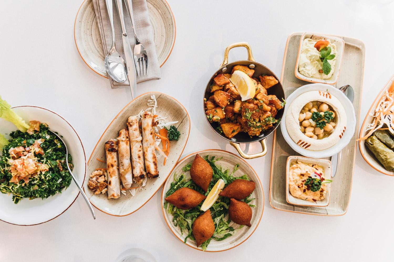 Libanesiska rätter på restaurangen Shababeek i Sharjah, Al Qasba