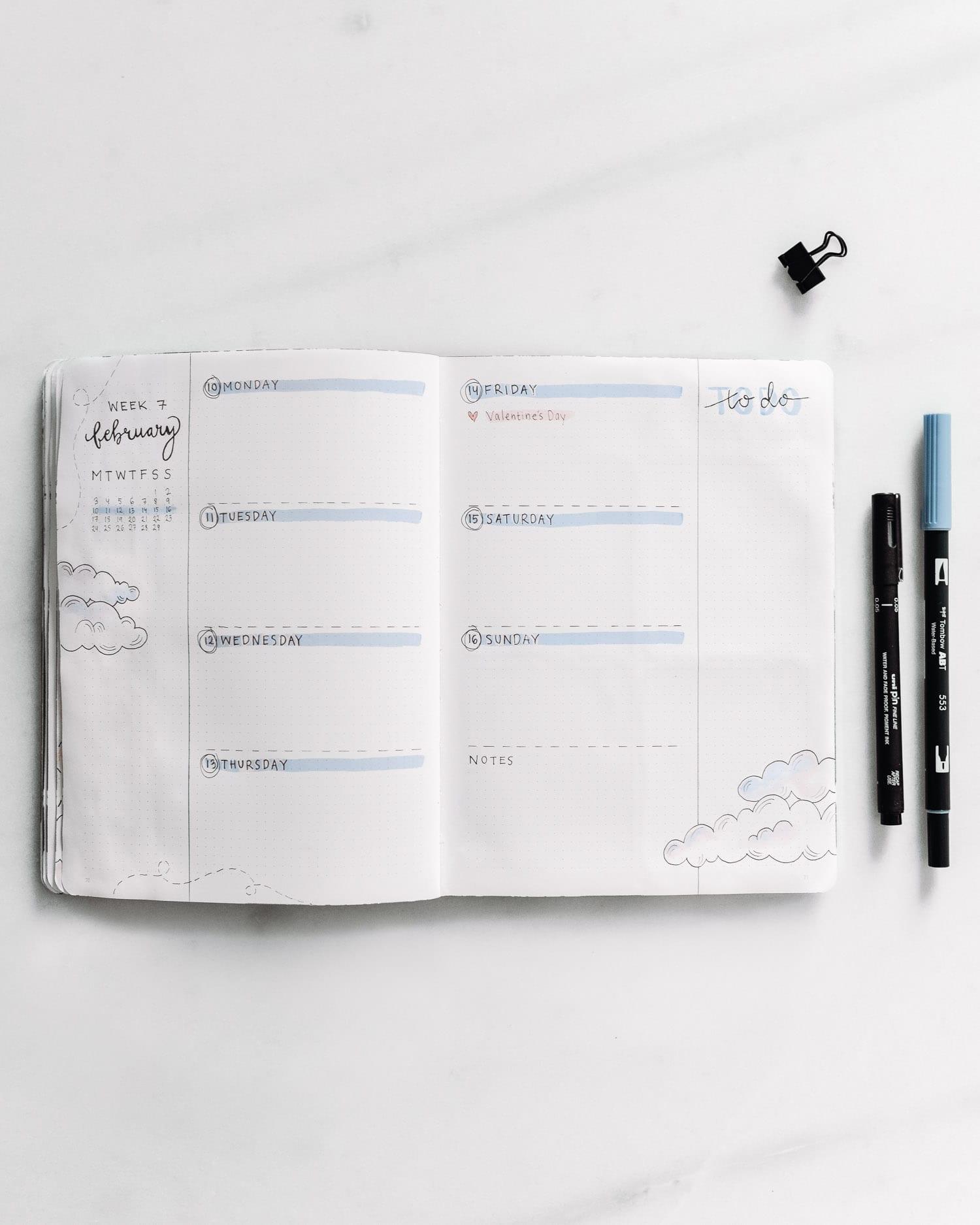 Bullet Journal veckoplanering: Minimalistiskt tema med moln