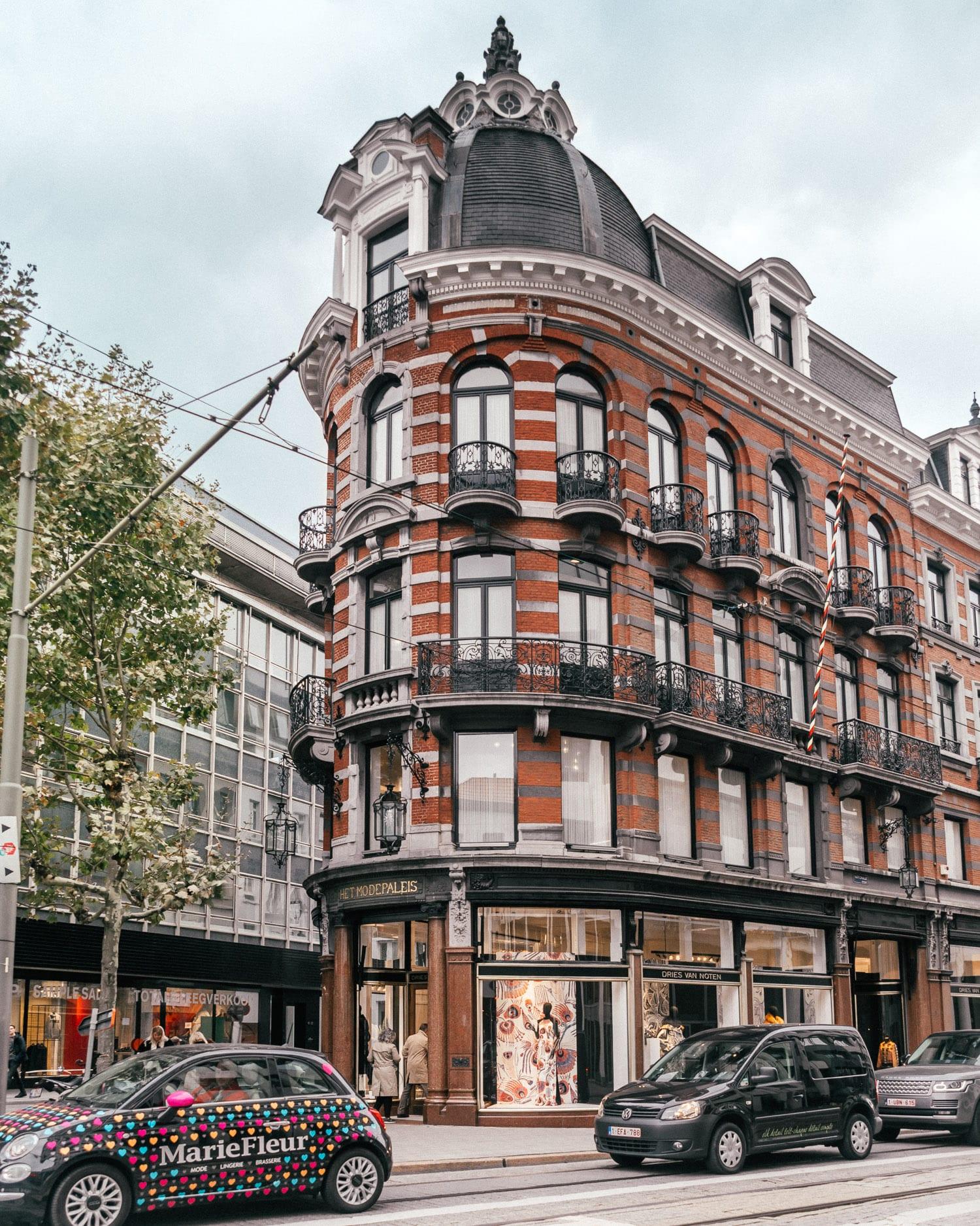 Dries Van Notens flaggskepsbutik Het Modepaleis i Antwerpen, Belgien