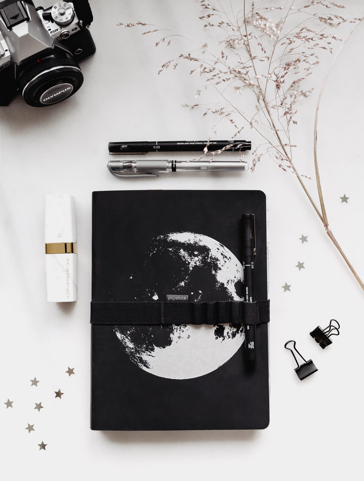 NUUNA Notebook Graphic Frame L - Moon - Bullet Journal