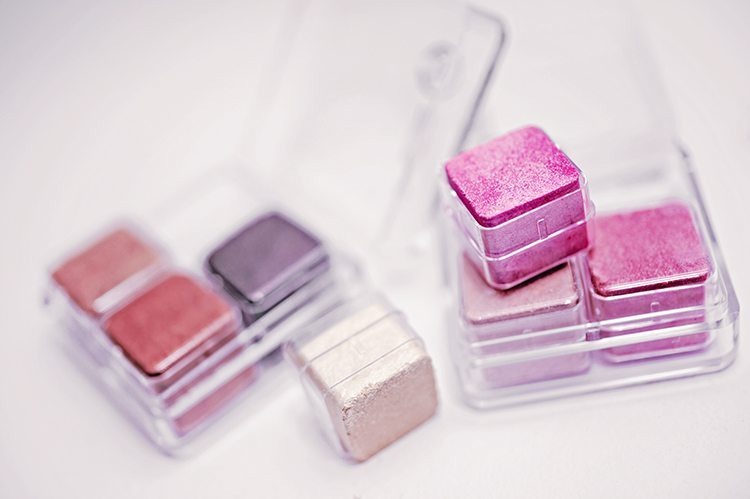 the-body-shop-shimmer-cubes-pink