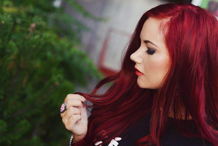 röd lila hårfärg