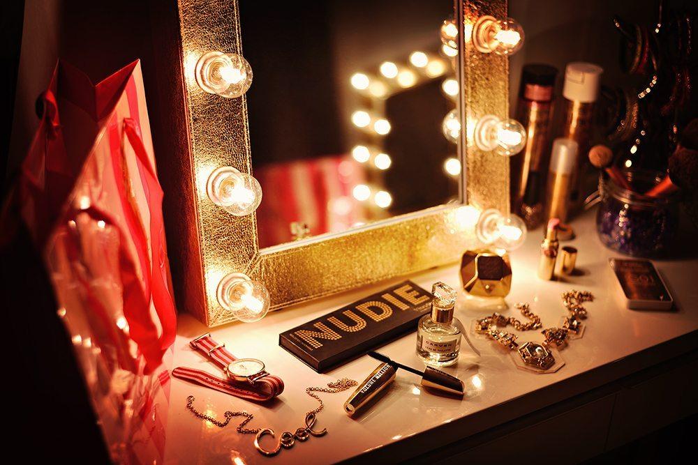 Sminkspegel i guld - Sminkspegel.se
