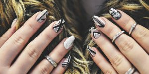 Gel nails with graphic design