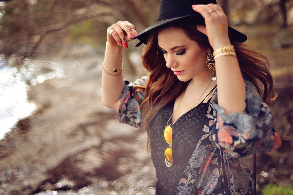 Outfit: Kimono, fransar och hatt - Strandvägen i Nynäshamn