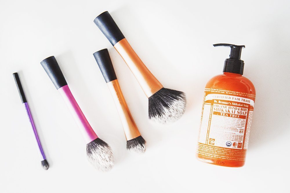 HOW TO: Tvätta dina sminkborstar