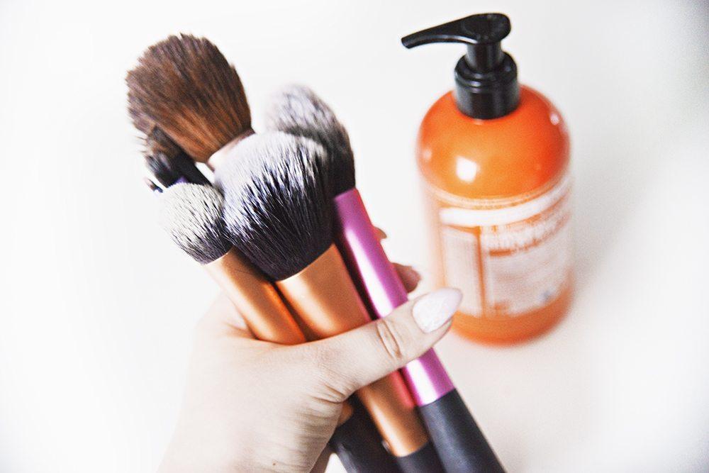 HOW TO: Tvätta dina sminkborstar hemma