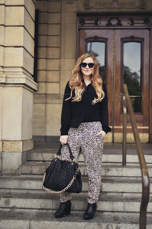 Loose leopard pants