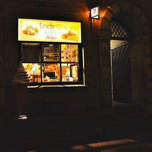 Nattöppna glassbarer