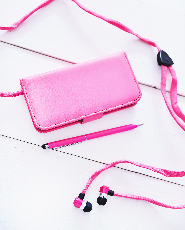 Rosa iPhone 6-fodral + rosa iPhonehörlurar