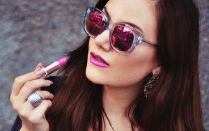Le Specs Runaways Luxe Ash w pink revo mirror