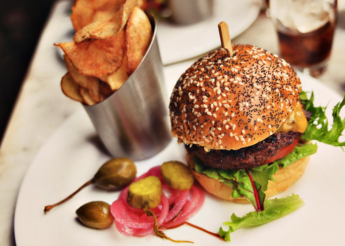 Hamburger at Artisan House