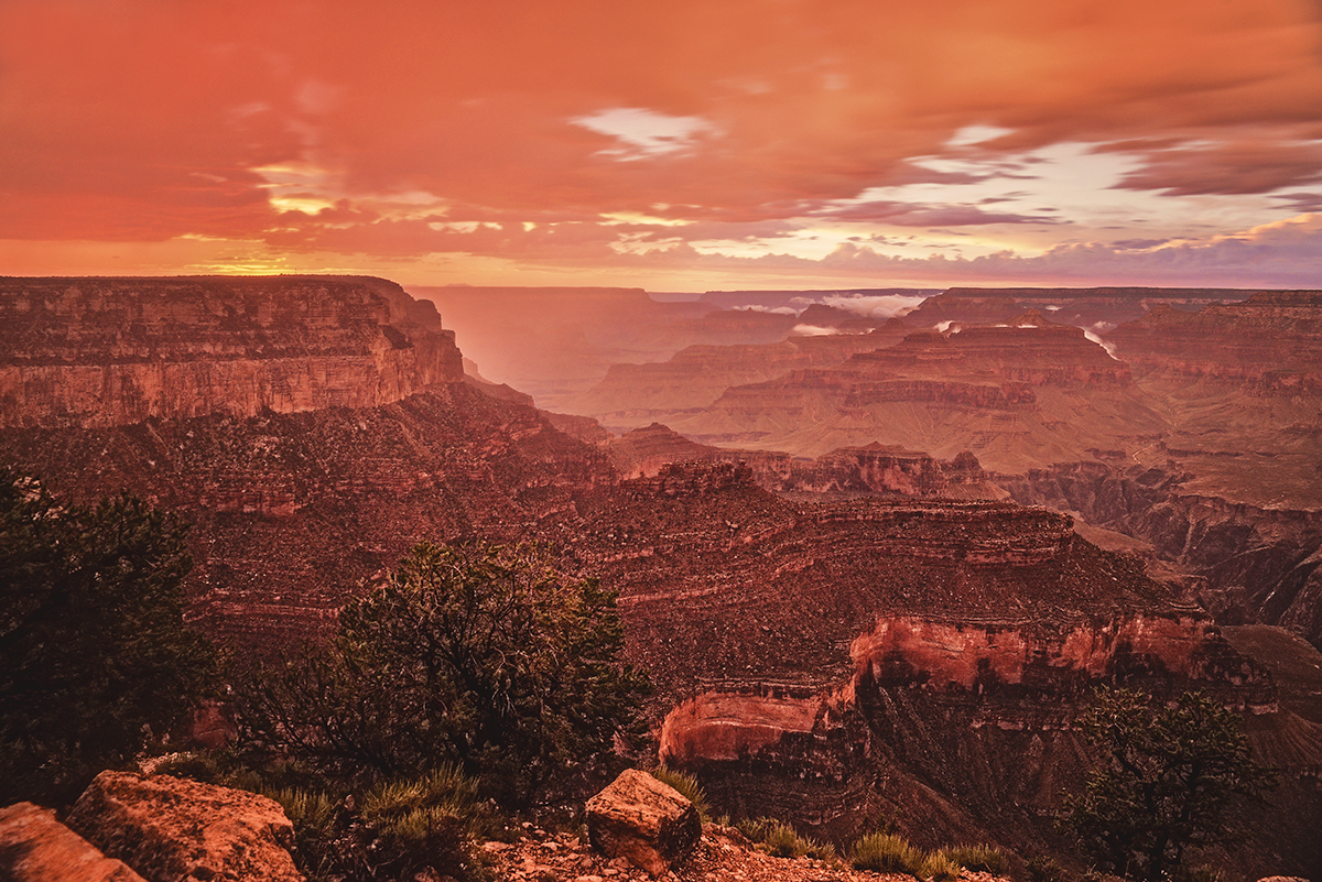 Beautiful orange and red sky after sunset in Grand Canyon - Mather Point / Solnedgång i Grand Canyon
