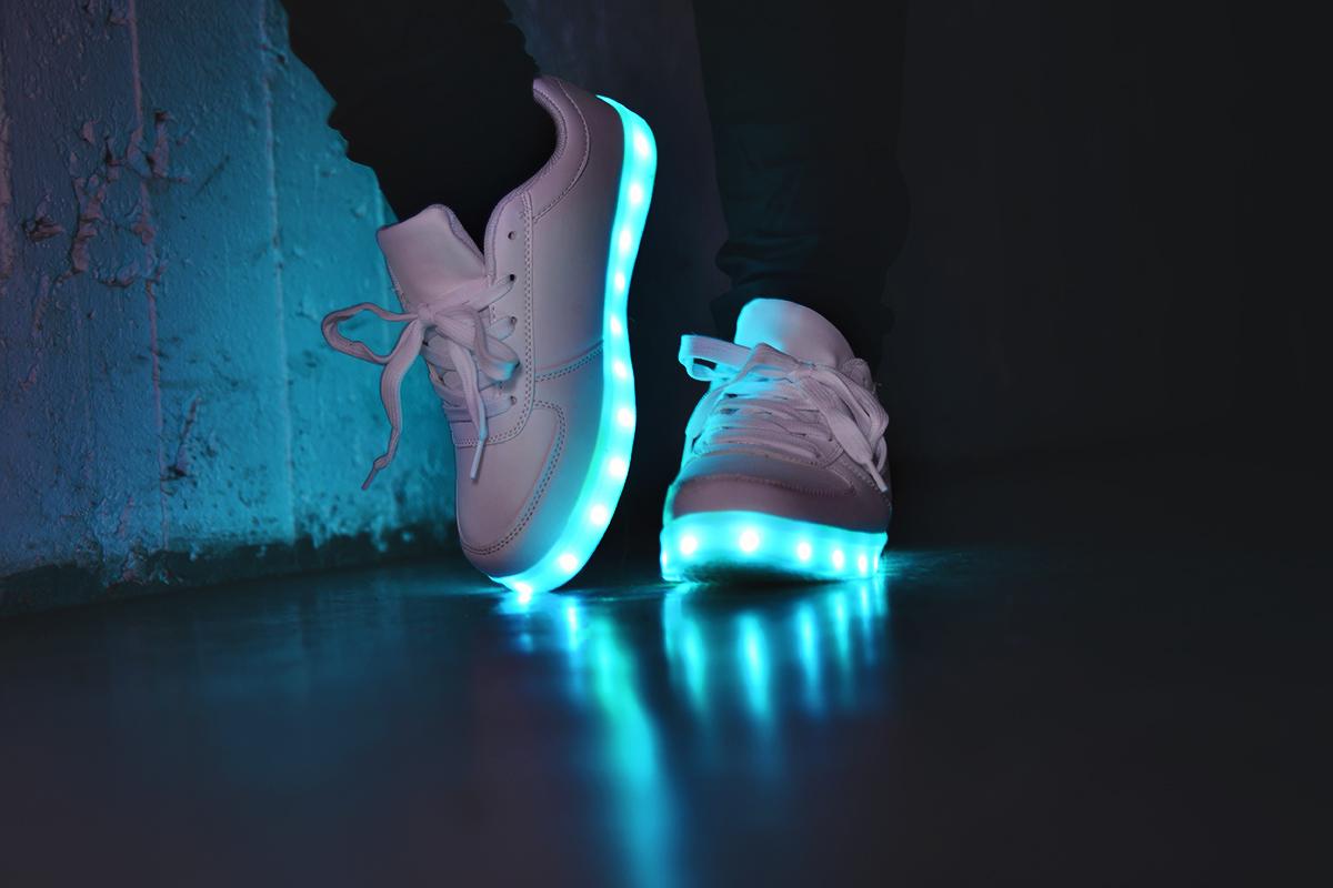 NonFashion LED Shoes Lysande skor i vintermörkret