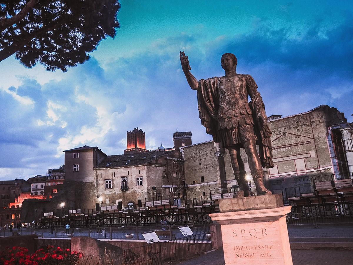 Ceasare statue