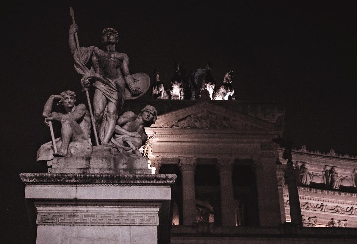 Roman statue by Piazza Venezia