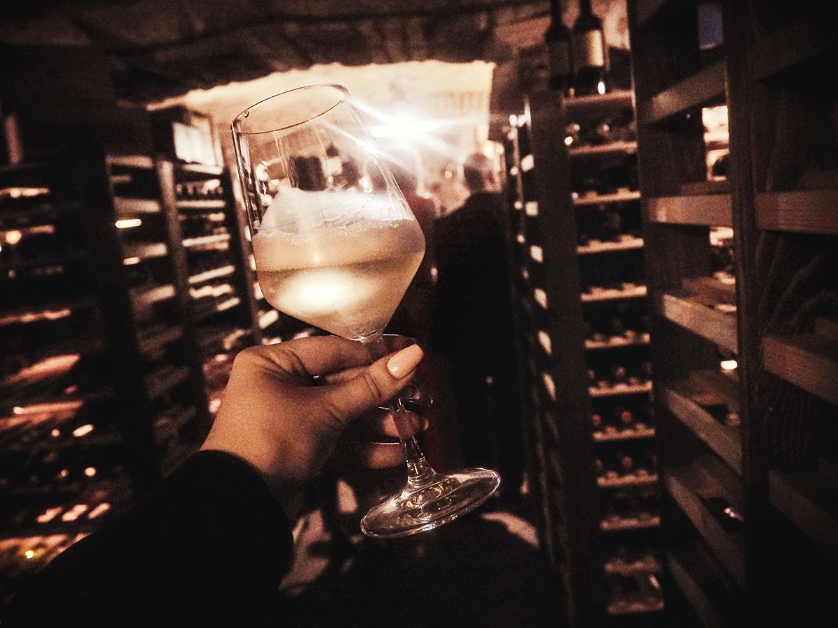 Skål i vinkällen i Girrarrosto Fiorentino