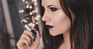 Kat Von D Studded Kiss Lipstick Poe - Blue Lips & blue eyeshadow