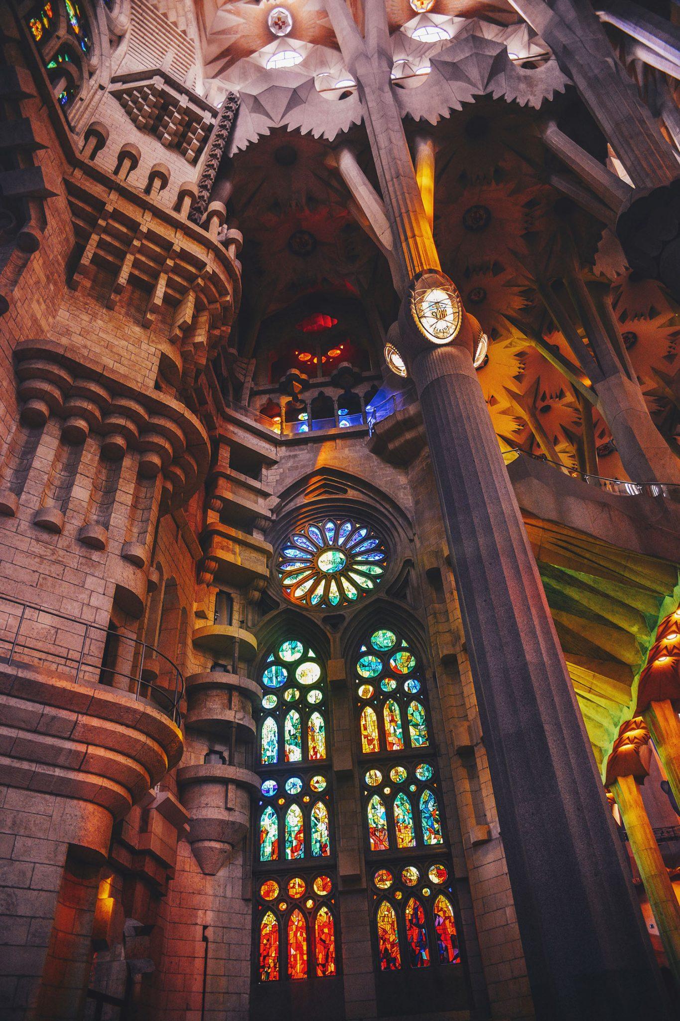 Colorful inside Inside Basílica de la SAGRADA FAMÍLIA