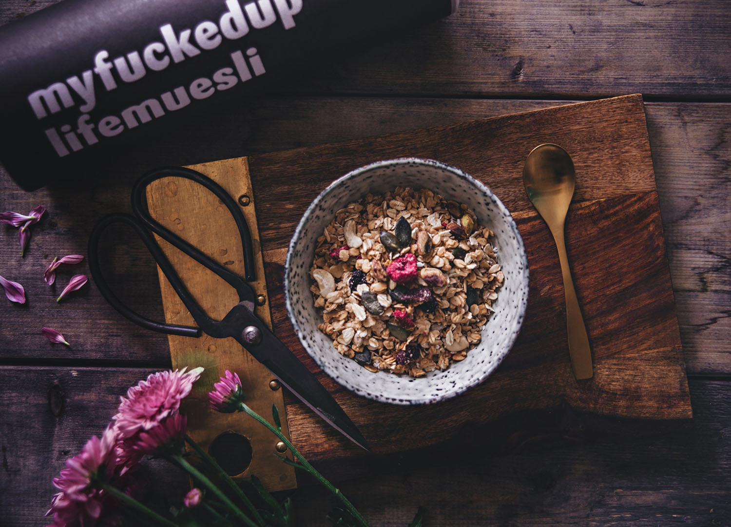 Breakfast flatlay with Myfuckeduplife muesli - mix your own müsli