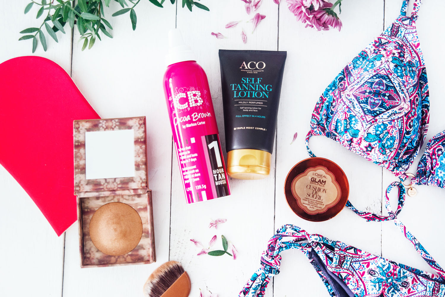 Flatlay with self tanning and bronzing products + bikini from Hunkemöller