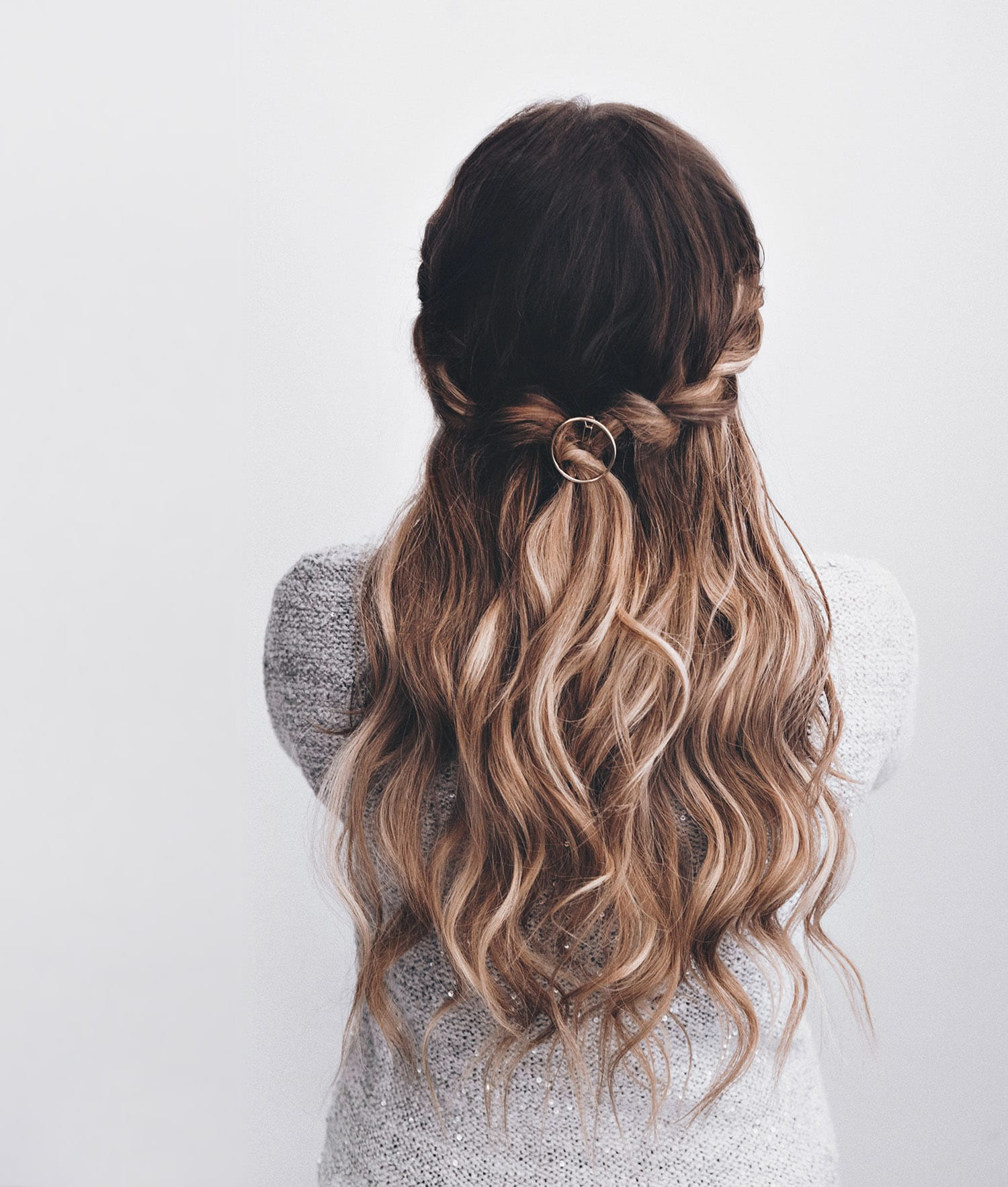 Woman with easy hairstyle - Faux waterfall braid