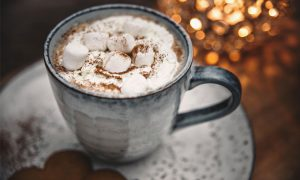 Hot Chocolate with mini marshmallows | Varm Choklad med grädde och minimarshmallows