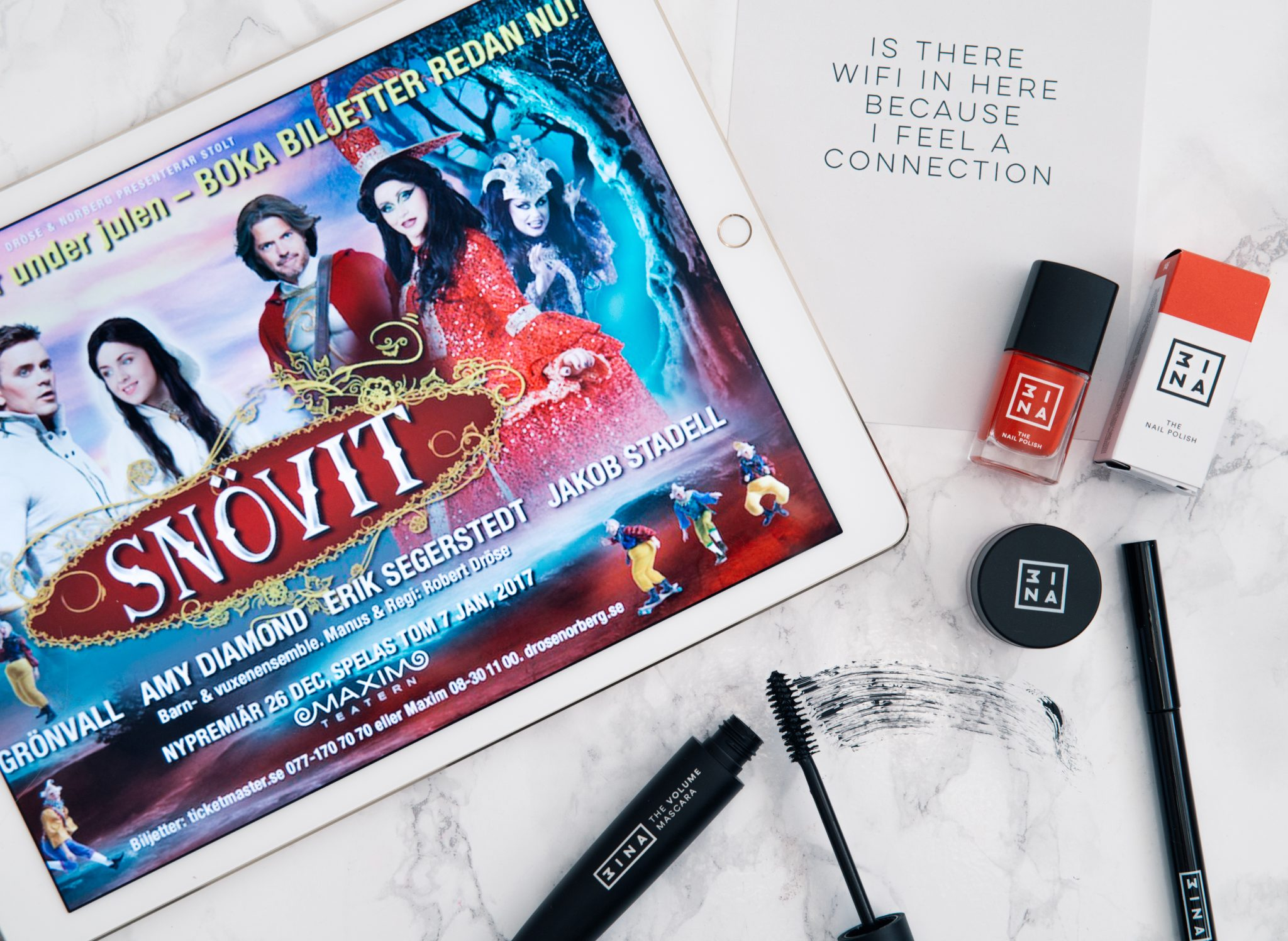 Flatlay: 3ina Makeup & Snövit The Musical