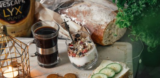 Christmas breakfast with Nescafé instant coffee & muesli