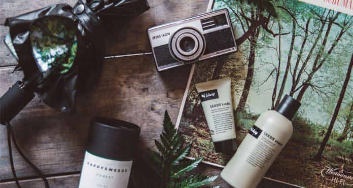 Flatlay with Happysweeds Forest Umbrella & Soley GRÆÐIR hendur & GRÆÐIR shampó