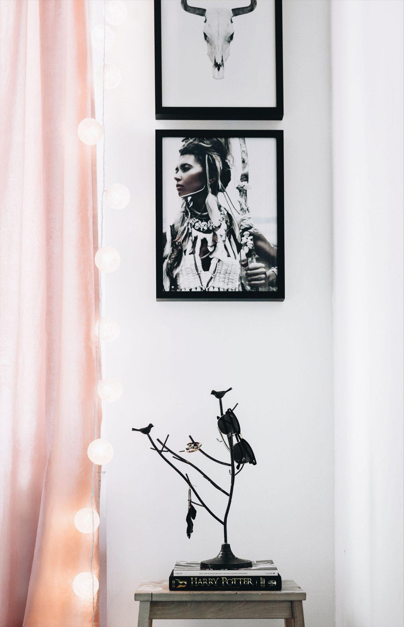 Rosa sammetsgardiner & Smyckesträd från Jotex