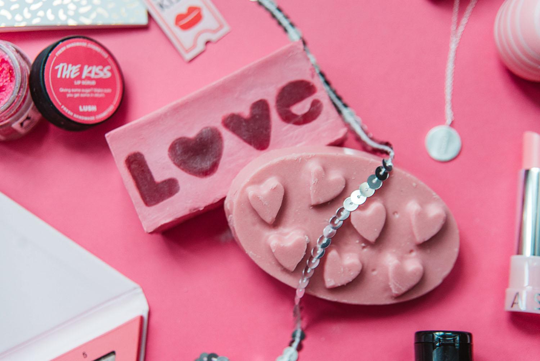 Lush Cupid Badbomb & Love Spell Massagekaka