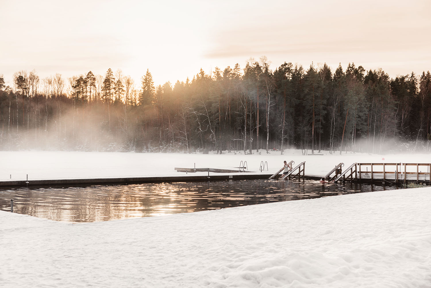 Ice Swimming at Kuusijärvi Lake in Vantaa - Isvak i Hanaböle träsk