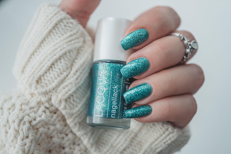 Mermaid nails with LACQUA Sea Breath