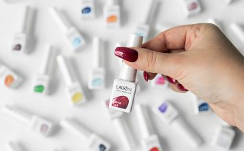 A Guide to Lackryl - All-in-One Acrylic Nails Manicure at Home