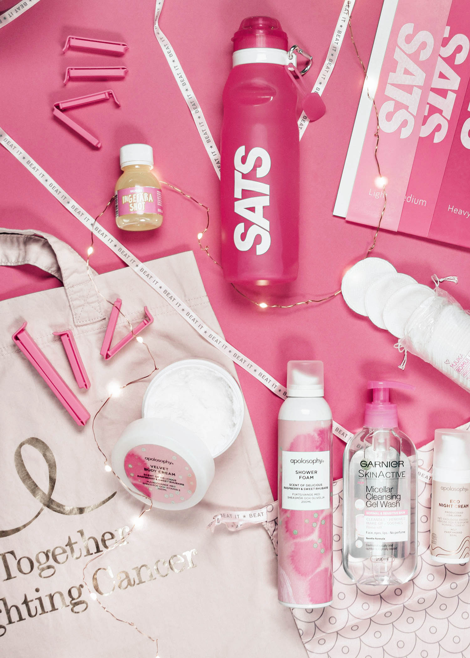 Flatlay med Rosa Bandet-Produkter i Oktober 2017 | Cancerfonden