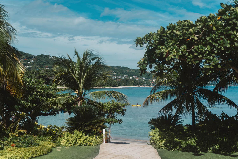 Round Hill Beach