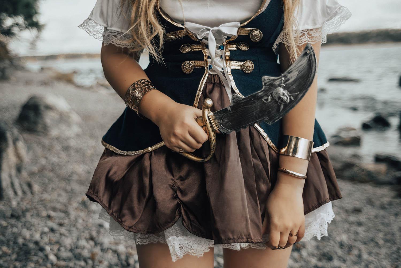 Halloween - Piratmaskeraddräkt - Detaljbild på piratkniv