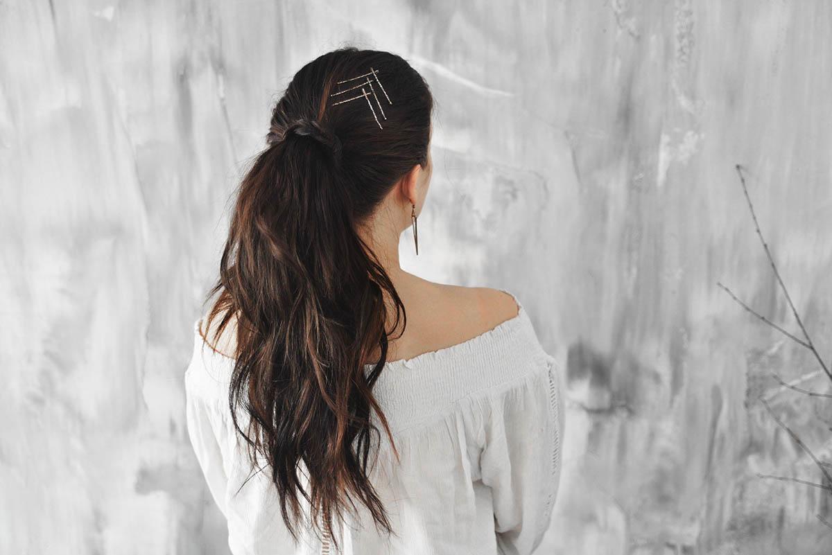 Adaras enkla och snygga frisyrer: Frisyr med hårnålar