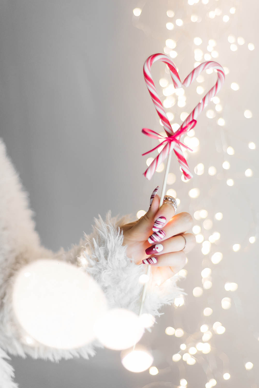 Julnaglar att inspireras av - Matta polkanaglar med Lackryl