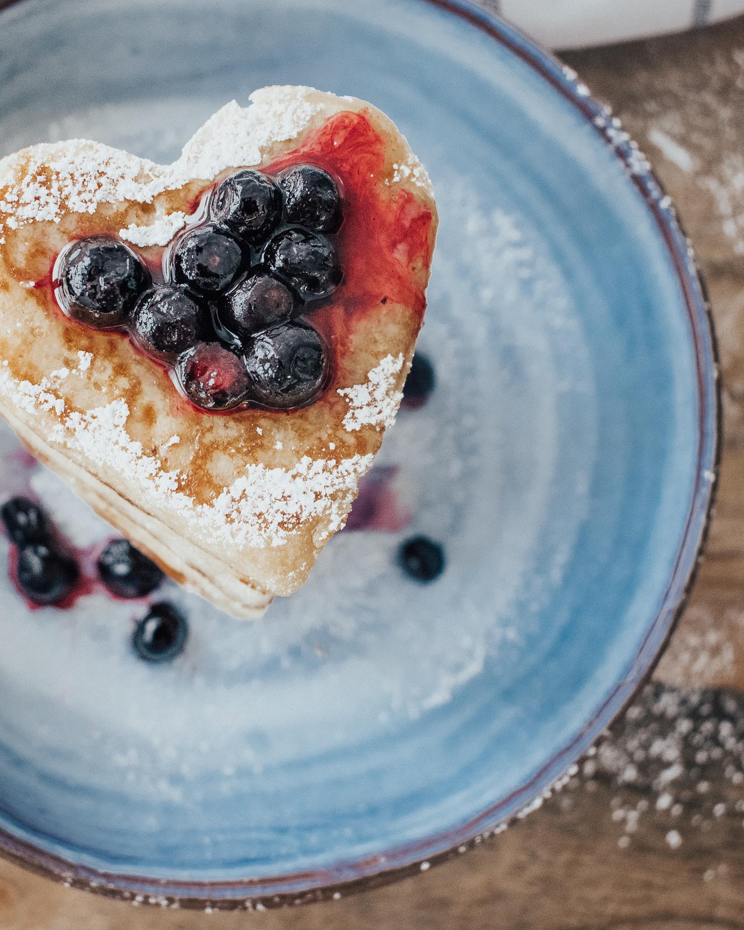 Glutenfria amerikanska veganpannkakor med blåbär