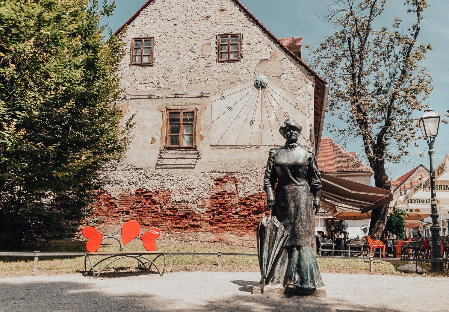 Den livfulla gatan Tkalčićeva i Zagreb