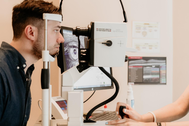 Ögonundersökning inför ICL-operation på LAAC i Riga