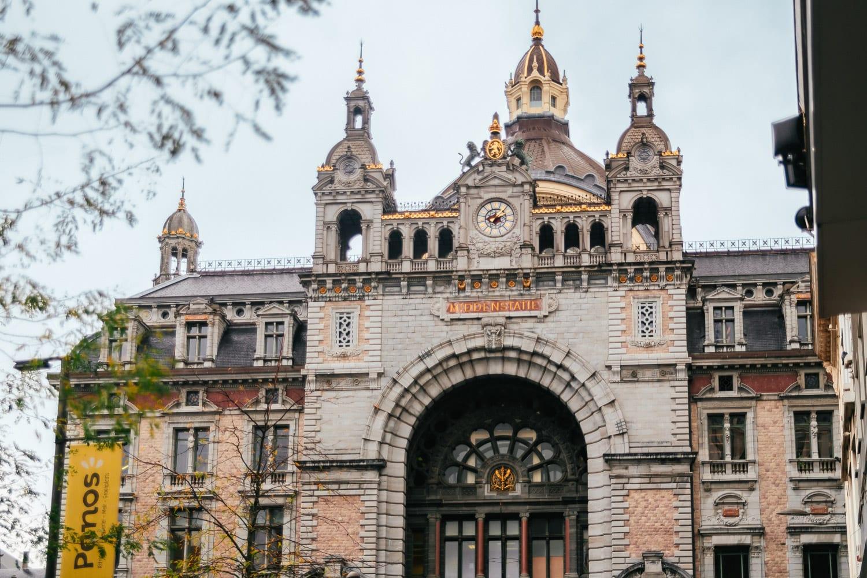 Antwerpens centralstation i Belgien är en av världens vackraste tågstationer.