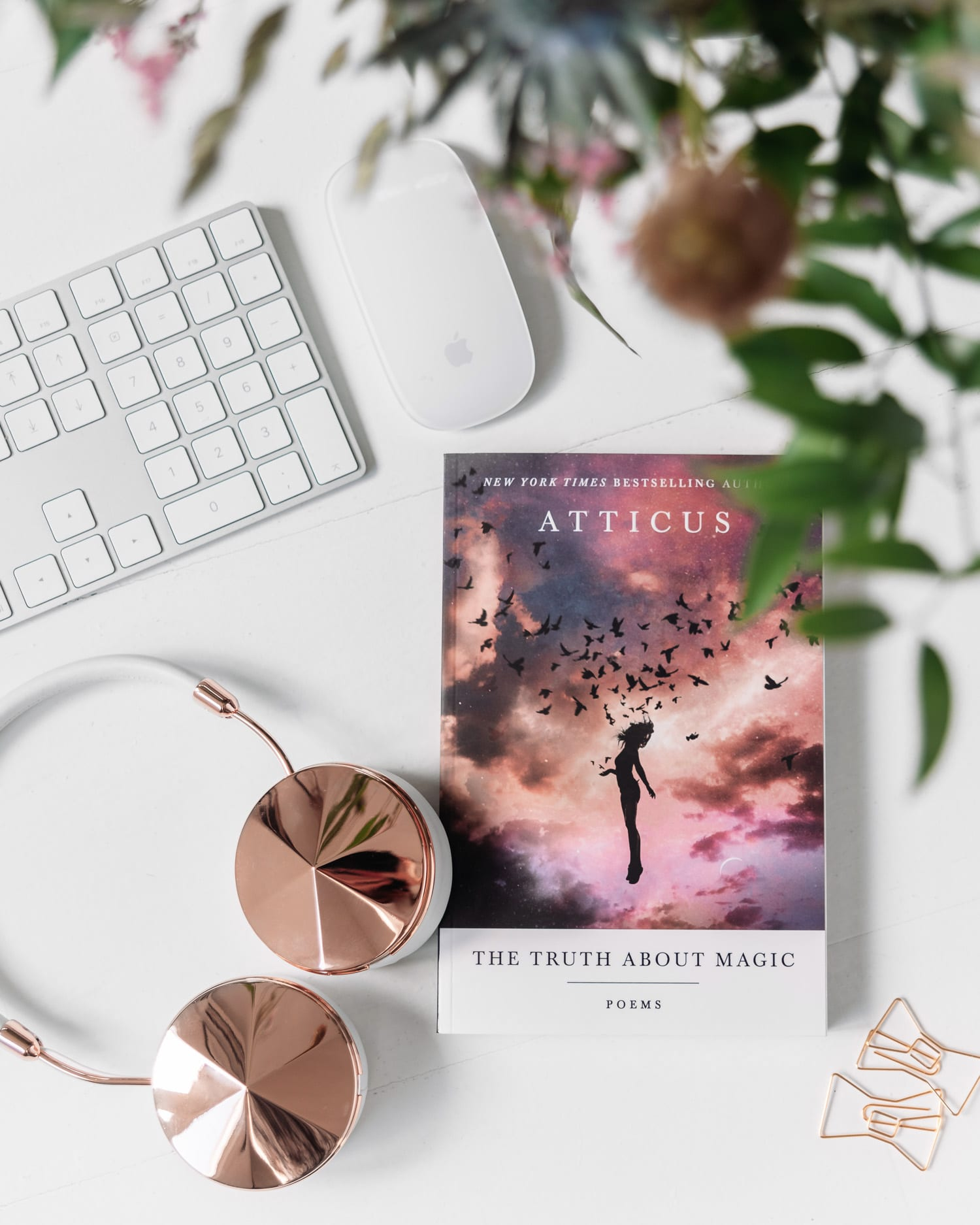 The Truth About Magic: Poems by Atticus | Flatlay för hemmakontor