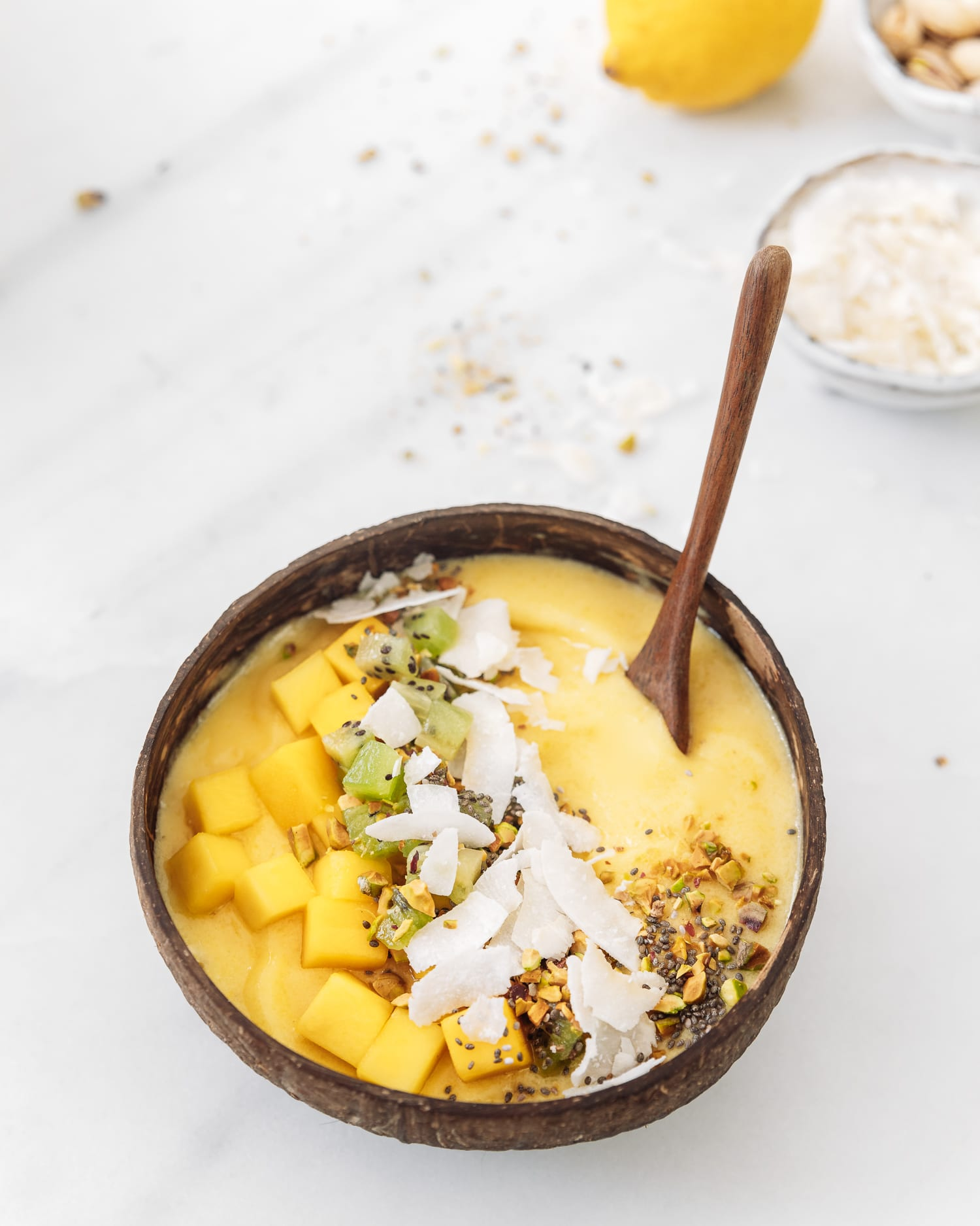 Ananas och mango- smoothiebowl
