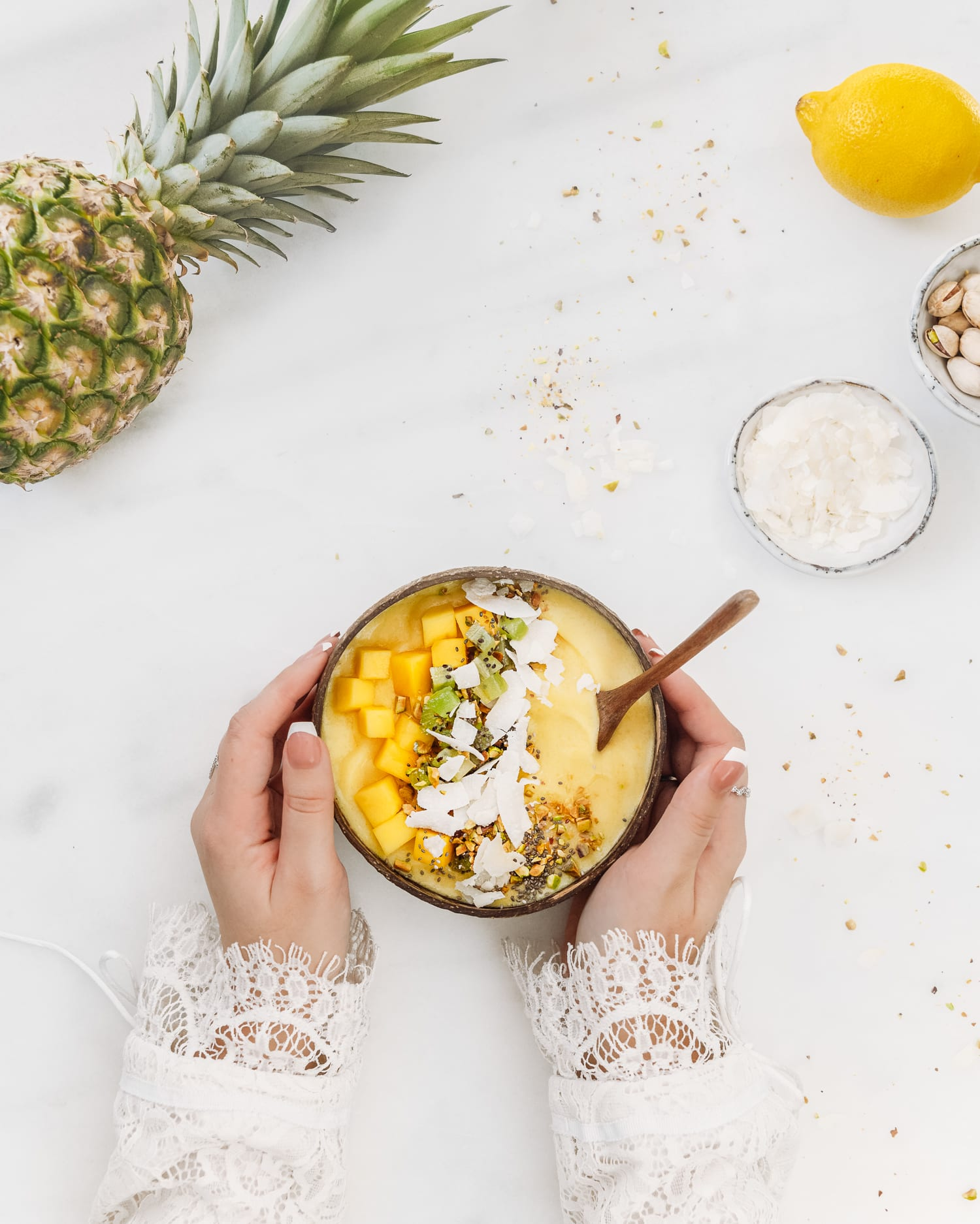 Recept: Tropisk smoothiebowl med ananas, mango och kokos